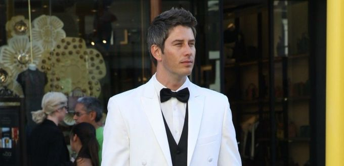 Bachelor-Arie-Luyendyk-Jr.-headlines-Season-22