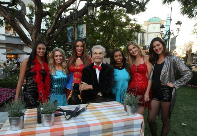 The-Bachelor-2018-ladies-meet-Fred-Willard-in-Episode-3-670x462